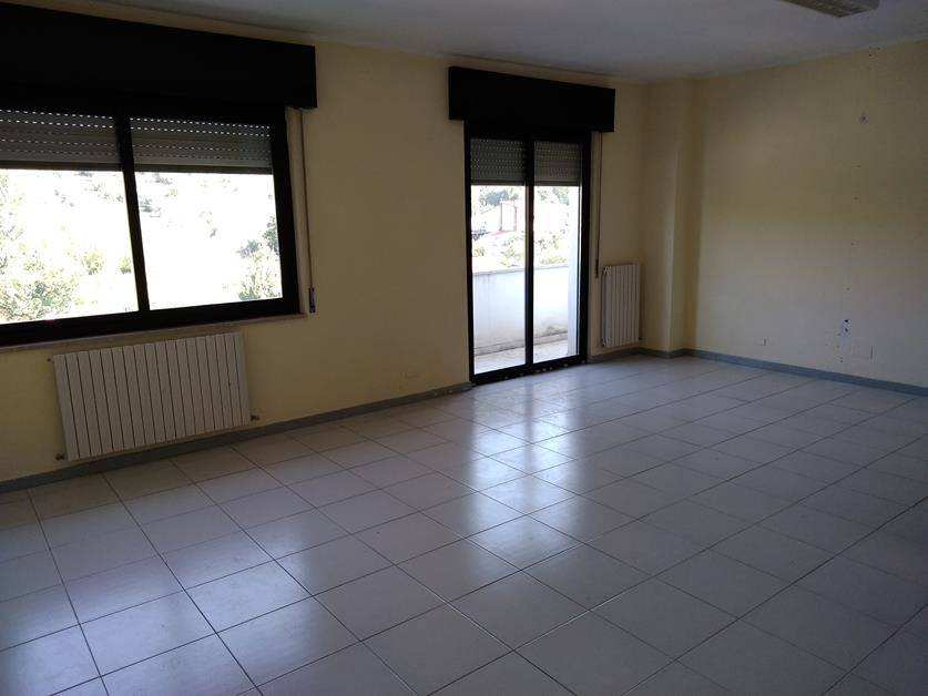 SANTO STEFANO DI RENDE, RENDE, Office for rent of 170 Sq. mt., Excellent Condition, Heating Individual heating system, Energetic class: G, placed at