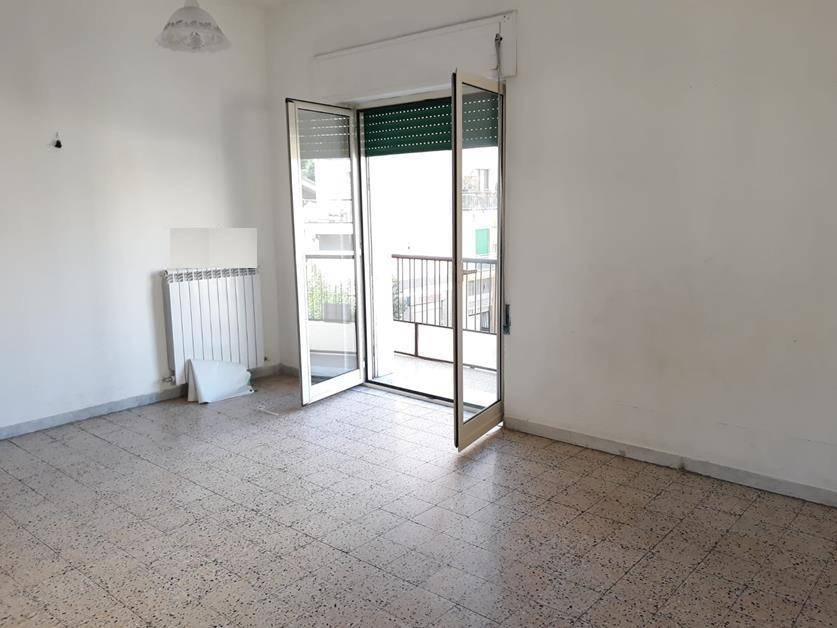 VIA PANEBIANCO, COSENZA, Apartment for rent of 100 Sq. mt., Excellent Condition, Heating Individual heating system, Energetic class: G, placed at 2°,