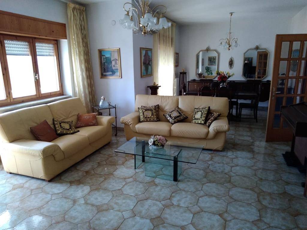 VIALE COSMAI, COSENZA, Apartment for rent of 170 Sq. mt., Excellent Condition, Heating Individual heating system, Energetic class: G, placed at 5°,