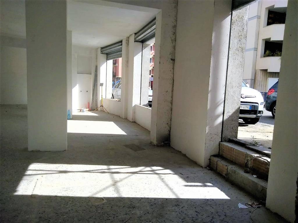 Magazzino in vendita a Cosenza, 1 locali, zona Località: PIAZZA EUROPA, prezzo € 195.000 | PortaleAgenzieImmobiliari.it