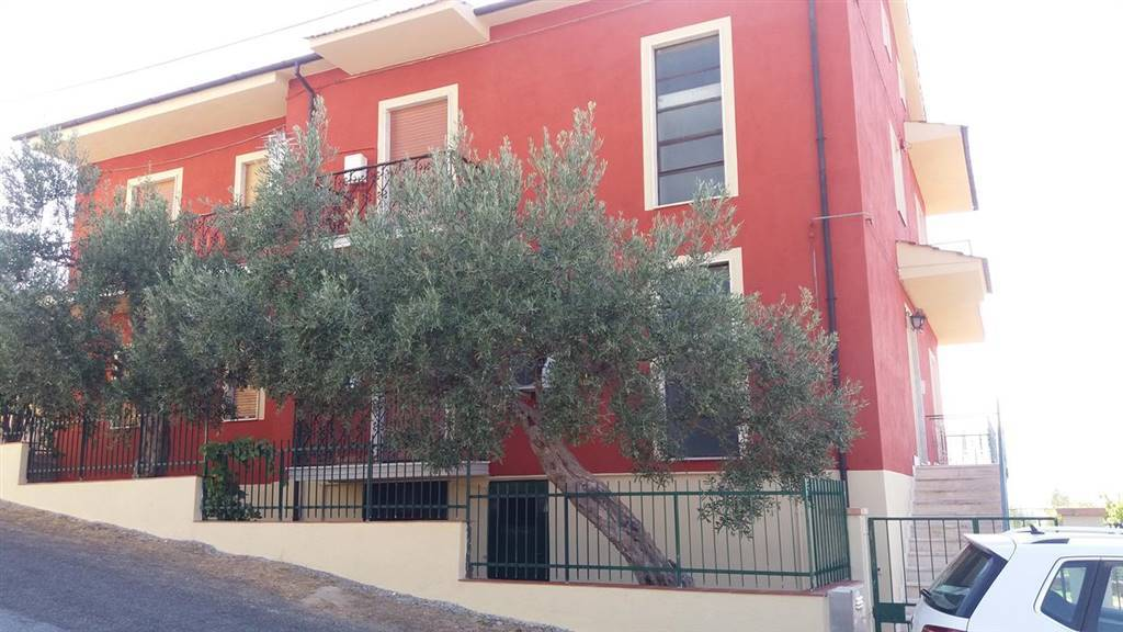 LAURIGNANO, DIPIGNANO, Apartment for rent of 150 Sq. mt., Excellent Condition, Heating Individual heating system, Energetic class: G, placed at 2°,