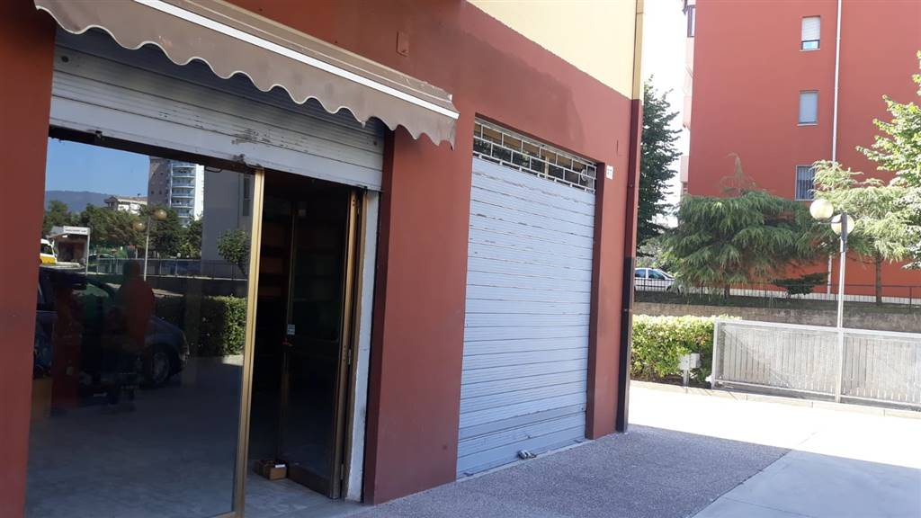 VIALE COSMAI, COSENZA, Shop for rent of 40 Sq. mt., Energetic class: G, composed by: 1 Room, 1 Bathroom, Price: € 450
