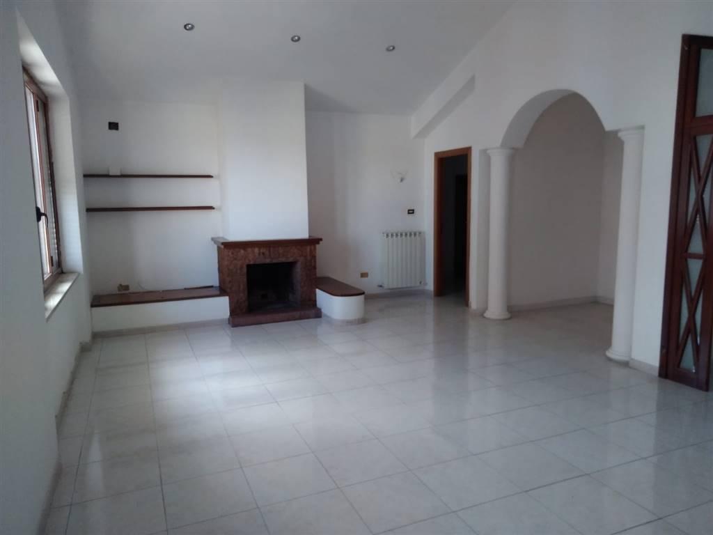ROSARIO, MENDICINO, Appartamento in affitto di 140 Mq, Ottime condizioni, Riscaldamento Autonomo, Classe energetica: G, posto al piano 3°, composto