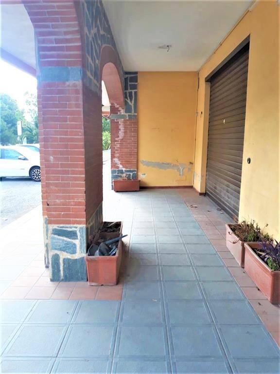 Immobile Commerciale in affitto a Rende, 1 locali, zona Zona: Quattromiglia, prezzo € 500   CambioCasa.it