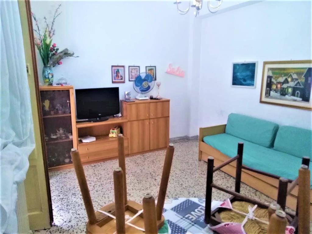 Appartamento in vendita a Cosenza, 3 locali, zona Località: PIAZZA EUROPA, prezzo € 59.000 | PortaleAgenzieImmobiliari.it