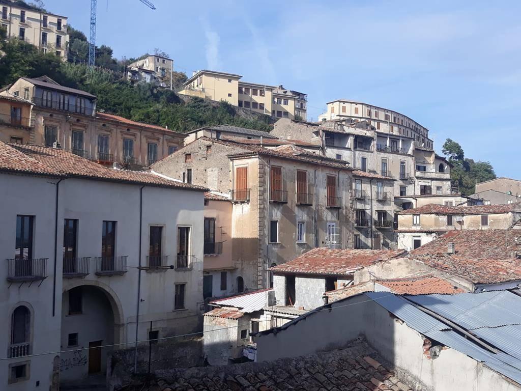 Appartamento in vendita a Cosenza, 8 locali, zona ro Storico, prezzo € 59.000 | PortaleAgenzieImmobiliari.it