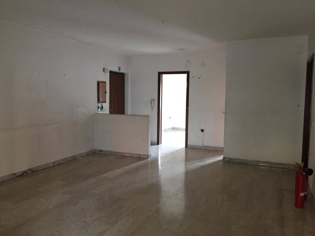 Appartamento in vendita a Cosenza, 4 locali, zona Località: VIALE COSMAI, prezzo € 160.000 | PortaleAgenzieImmobiliari.it
