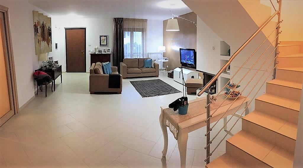 Villa Bifamiliare in vendita a Marano Marchesato, 5 locali, prezzo € 190.000   CambioCasa.it