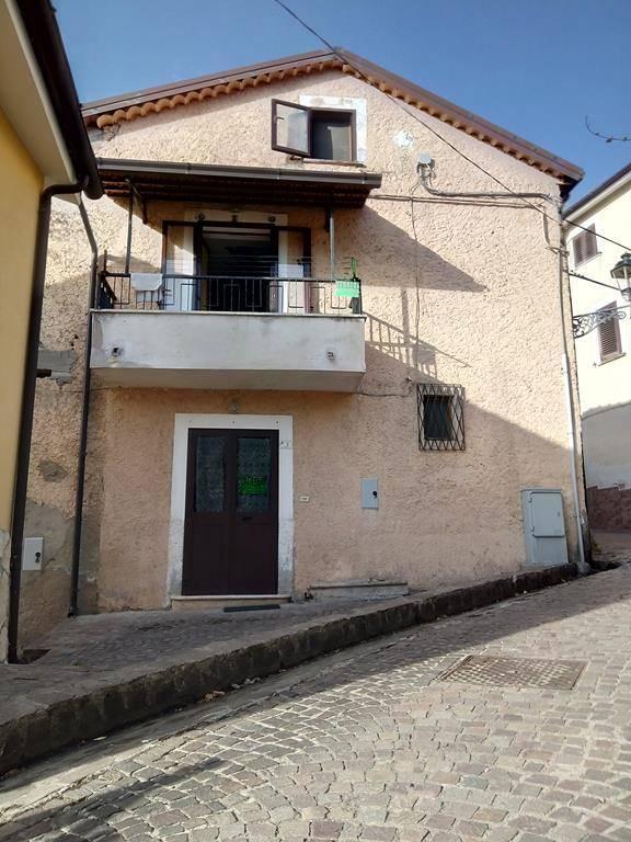 Soluzione Semindipendente in vendita a Marano Marchesato, 5 locali, prezzo € 38.000   CambioCasa.it