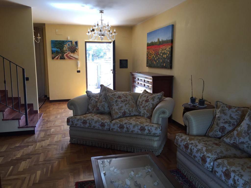Villa Bifamiliare in vendita a Castrolibero, 5 locali, zona Località: SERRA MICELI, prezzo € 175.000 | CambioCasa.it