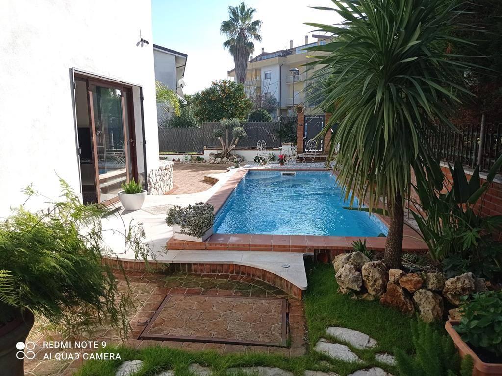Villa in vendita a Castrolibero, 7 locali, zona Località: ANDREOTTA, prezzo € 370.000 | CambioCasa.it