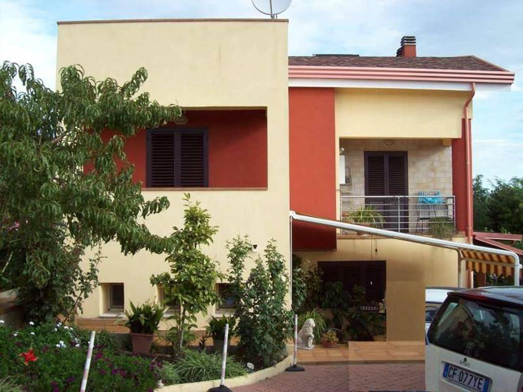 Villa Bifamiliare in vendita a Castrolibero, 5 locali, zona Località: CAVALCANTI, prezzo € 175.000 | CambioCasa.it