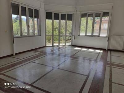 MAZZINI, COSENZA, Ufficio in affitto, composto da: 8 Vani, 4 Bagni, Ascensore, Prezzo: € 1.800