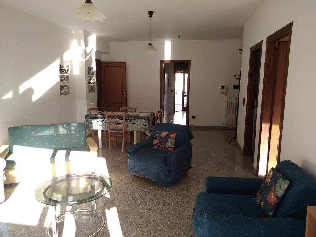 PIAZZA EUROPA, COSENZA, Apartment for rent of 180 Sq. mt., Excellent Condition, Heating Individual heating system, Energetic class: G, placed at 2°,