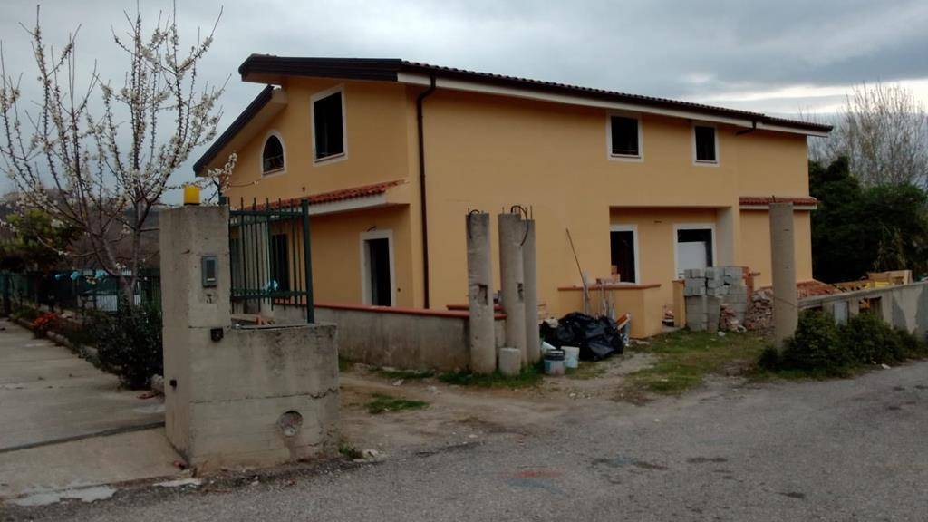 Villa Bifamiliare in vendita a Marano Marchesato, 5 locali, prezzo € 80.000   CambioCasa.it