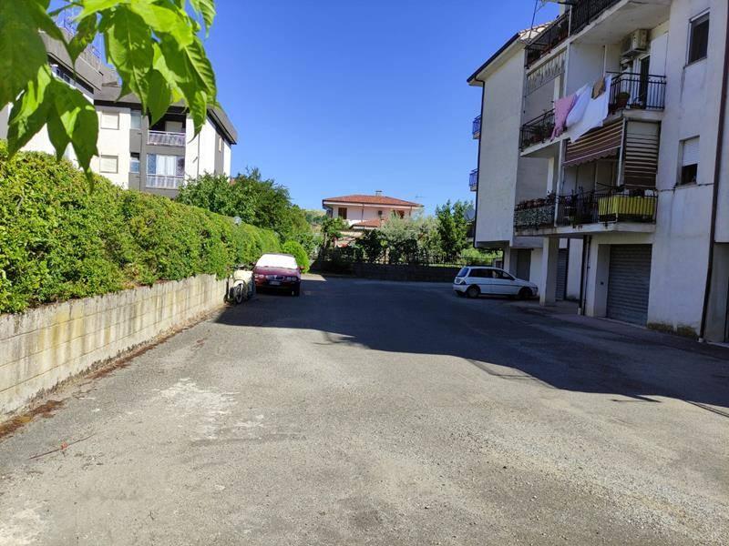 Negozio / Locale in affitto a Rende, 1 locali, zona Località: SAPORITO, prezzo € 430   CambioCasa.it