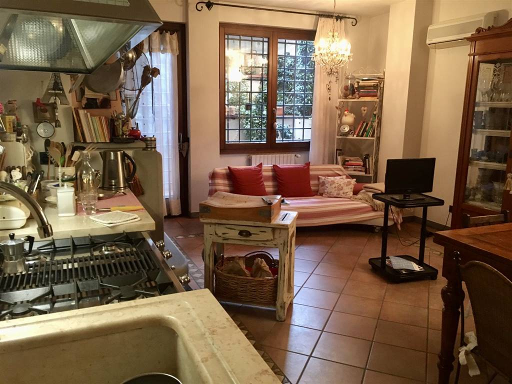 VILLA FIORITA, PRATO, Independent Apartment for sale of 150 Sq. mt., Excellent Condition, Heating Individual heating system, Energetic class: C,