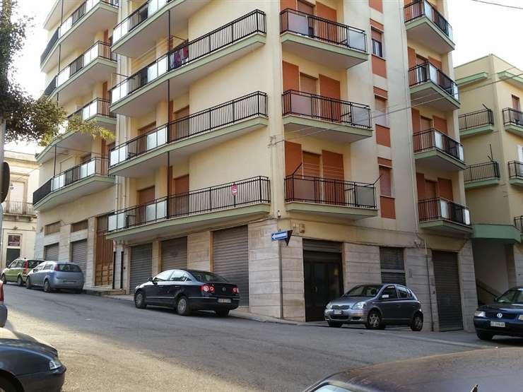 Appartamento indipendente in Via Brigata Regina  41, Martina Franca