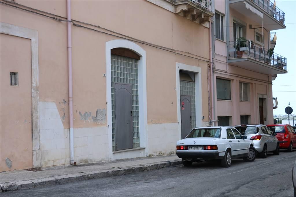 Negozio in Via Livio Andronico  3, Martina Franca