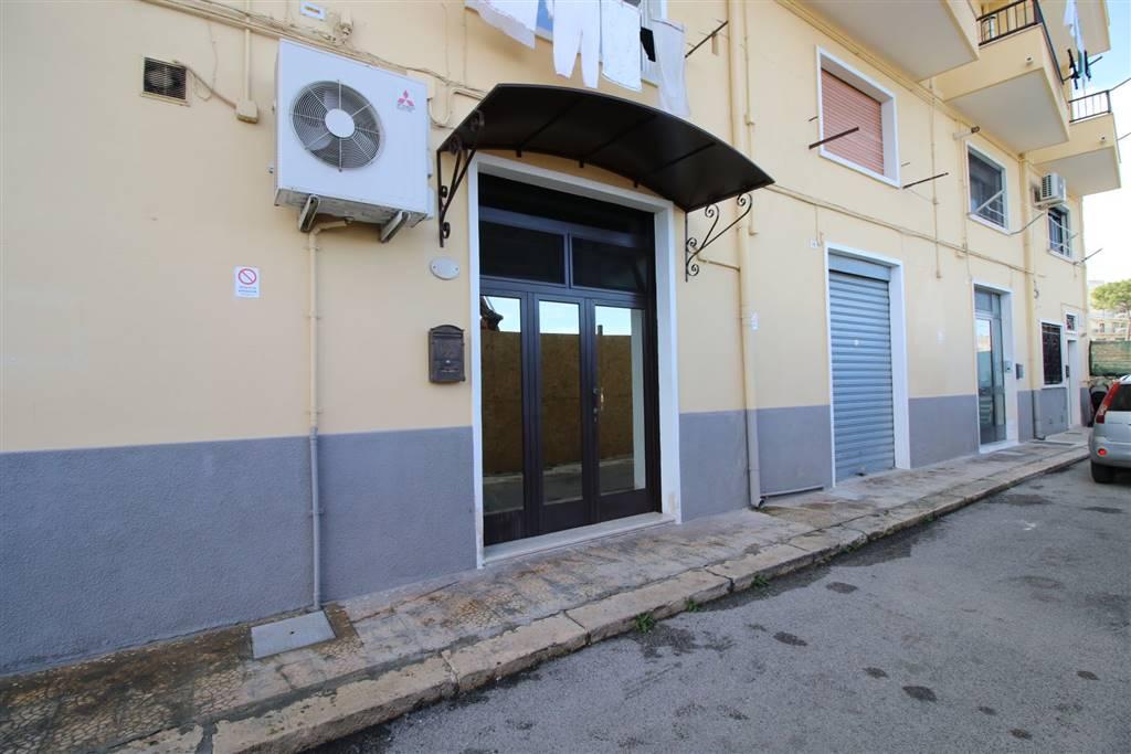 Appartamento indipendente in Via Giacomo Puccini  17, Martina Franca