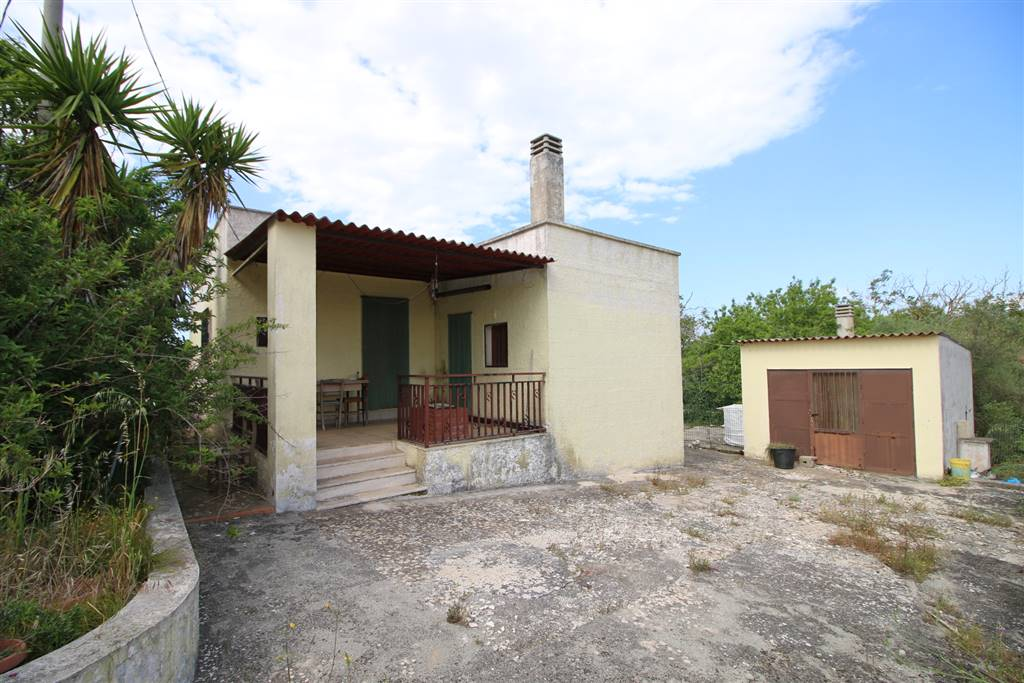 Villino in Contrada Montedoro, Ceglie Messapica