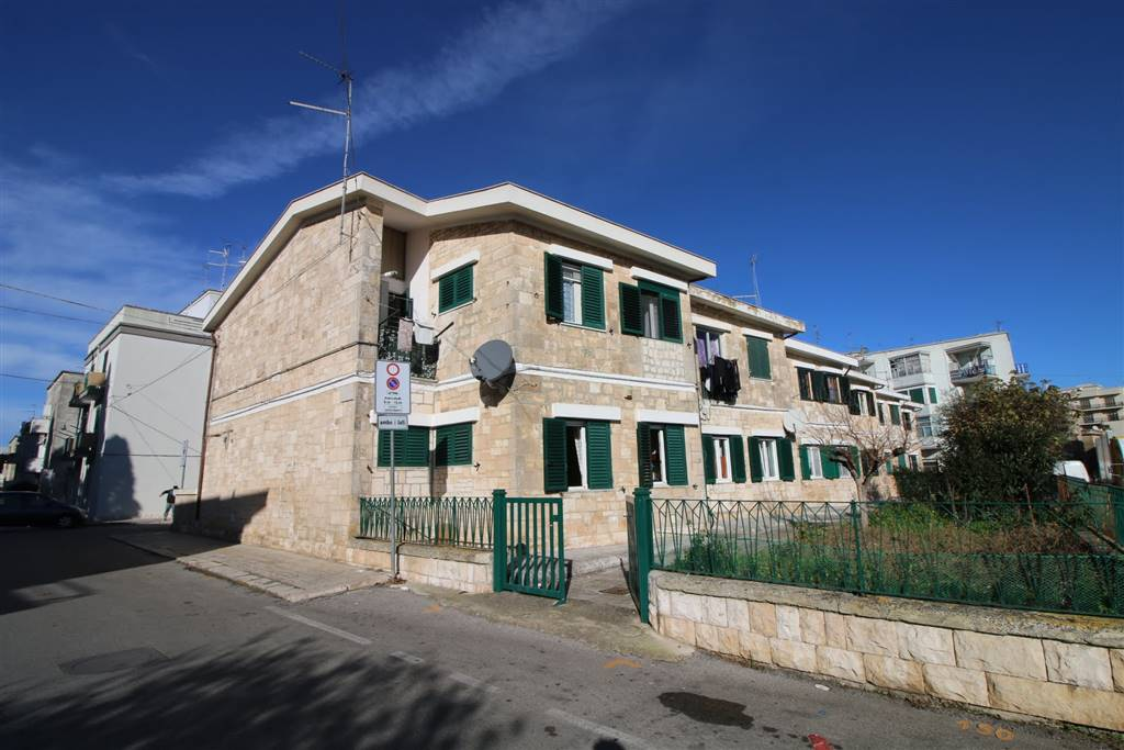Appartamento indipendente in Via Fratelli Caramia, Martina Franca