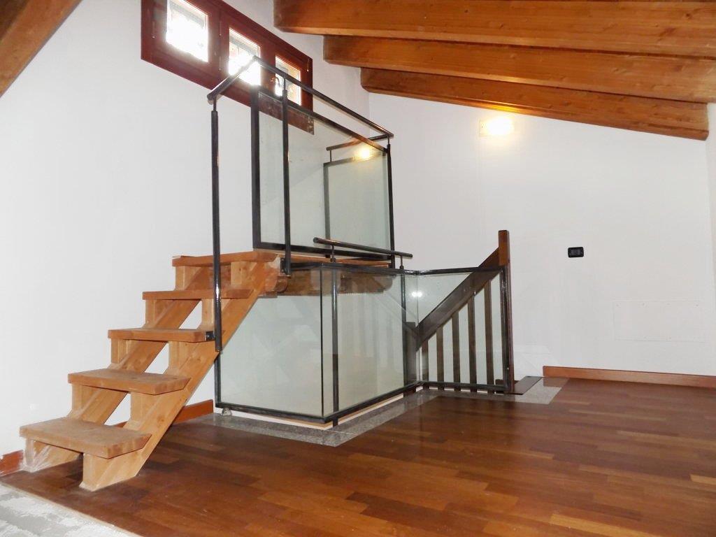Villa in Via Delle Foibe  9, Cornate D'adda