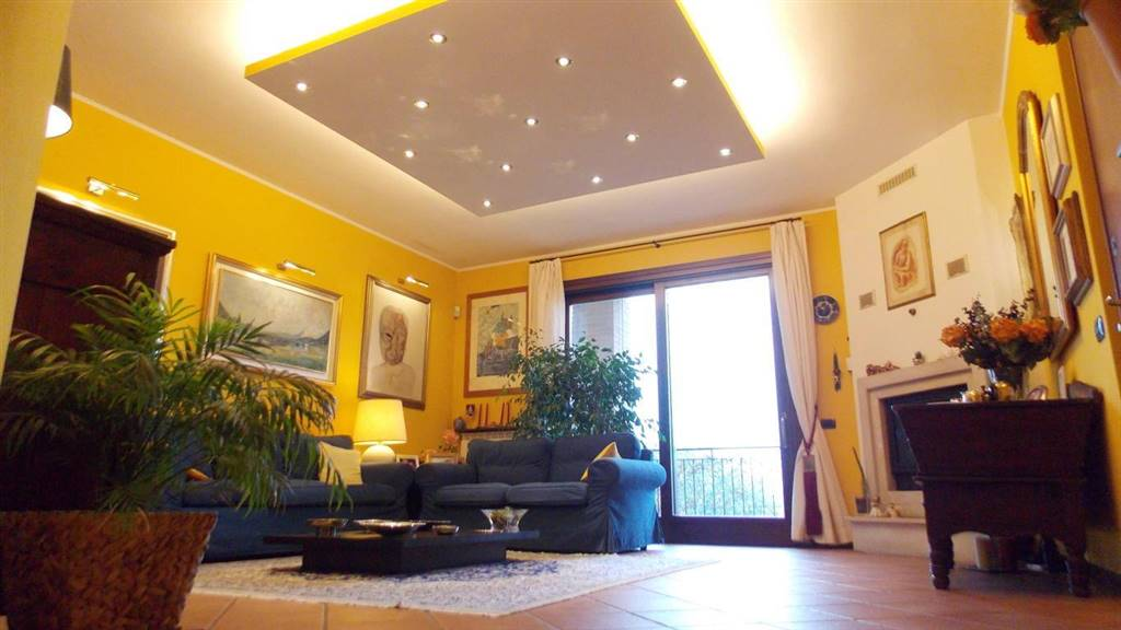 Appartamento in Via Donizetti 13, Carnate