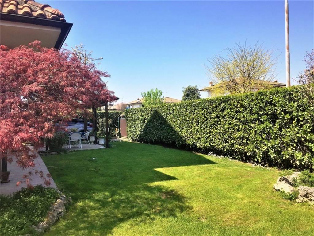 Villa in Via Delle Cascine 61, Inzago
