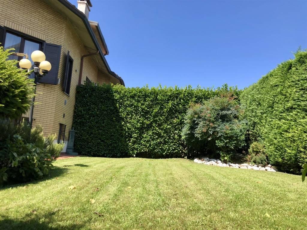 Villa in Via Xxv Aprile 444, Caronno Pertusella