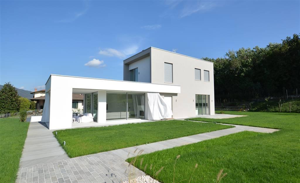 Villa in Via Circonvallazione 47, Cornate D'adda