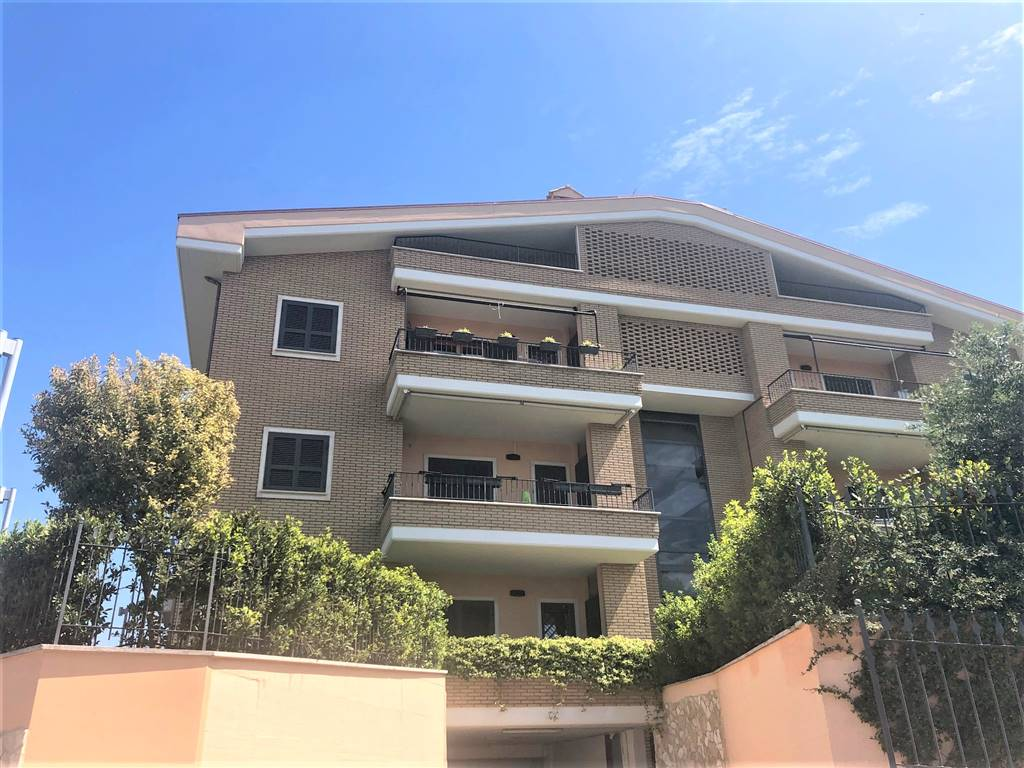 Appartamento in vendita a Roma, 3 locali, zona Zona: 37 . Morena - Ciampino - Trigoria - Falcognana, prezzo € 345.000   CambioCasa.it