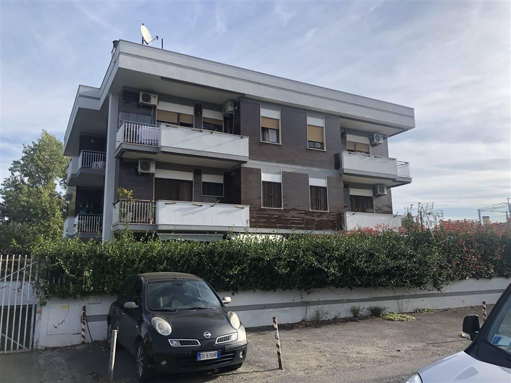 Appartamento in vendita a Roma, 3 locali, zona Zona: 37 . Morena - Ciampino - Trigoria - Falcognana, prezzo € 229.000 | CambioCasa.it