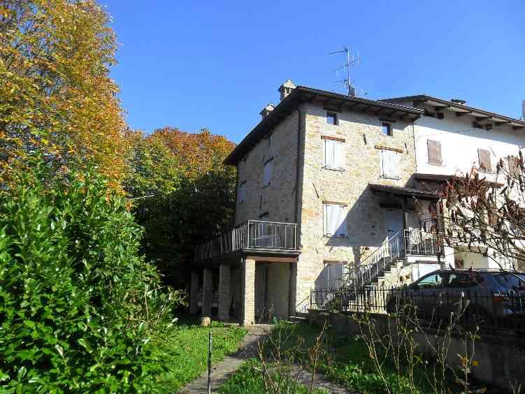 Rustico / Casale in affitto a Montefiorino, 7 locali, zona Zona: Corzago, prezzo € 420 | CambioCasa.it