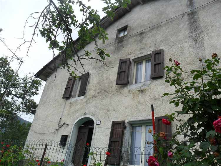Casa semi indipendente, Castellaro, Sestola, da ristrutturare
