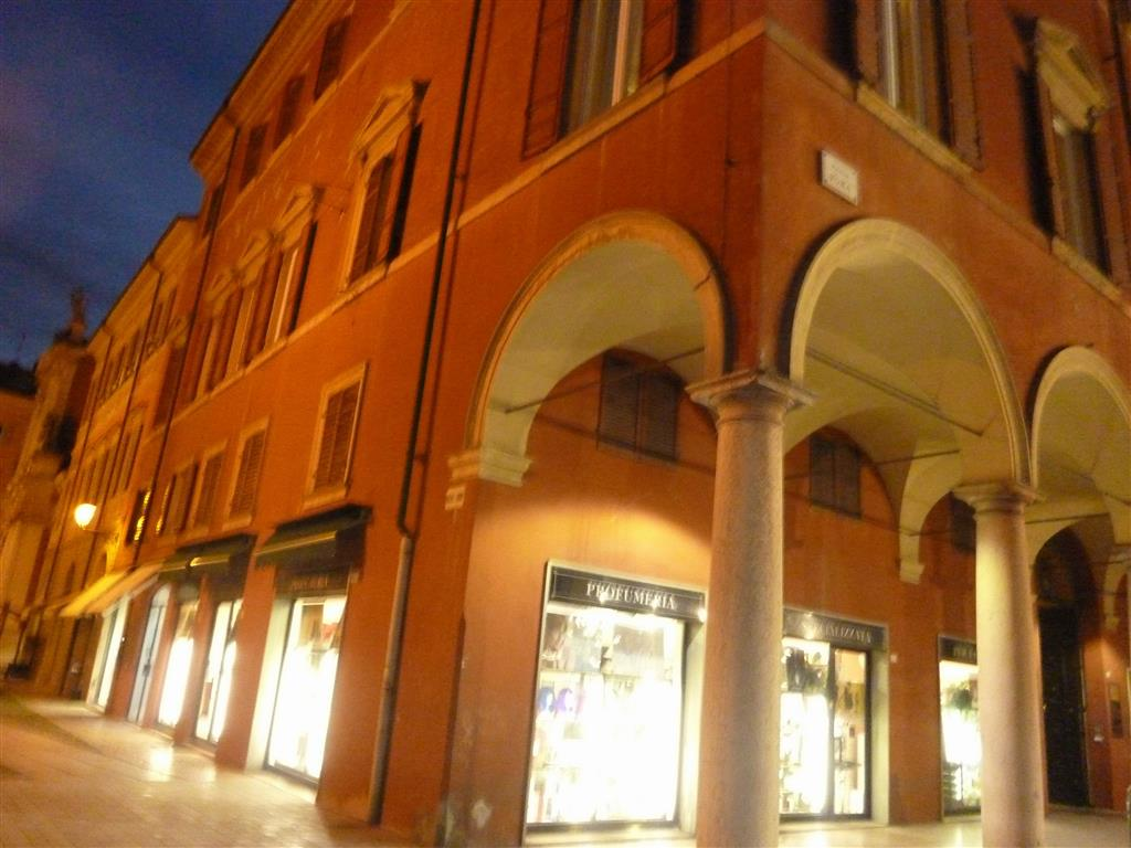 Affitto ufficio centro storico modena primo piano for Affitto ufficio centro storico roma