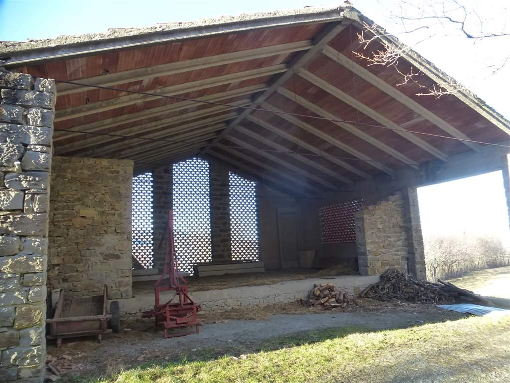 Vendita rustico casale boccassuolo palagano abitabile for Garage autonomo