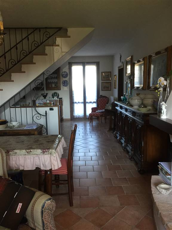 Villa a schiera, Riccò, Serramazzoni, in ottime condizioni