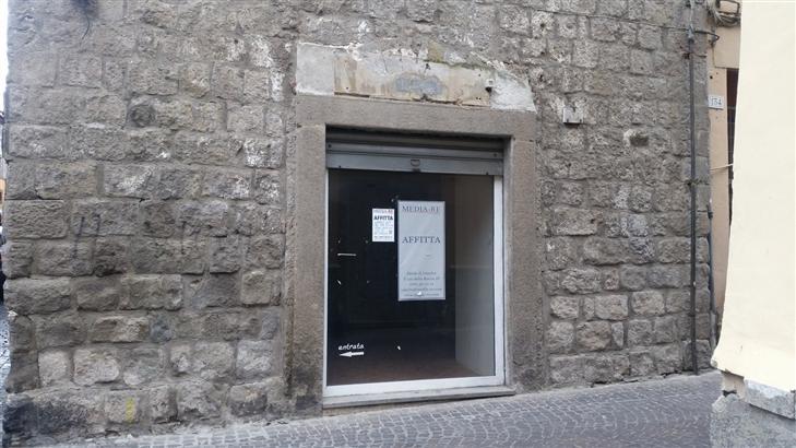 Negozio in Via Saffi/ang Via Della Pace, Centro, Viterbo