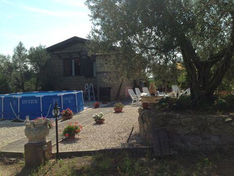 casale con terreno tuscania vende