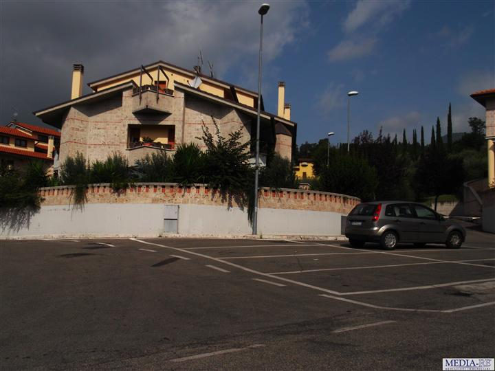 Villa a schiera, Semiperiferia Periferia, Terni, in nuova costruzione