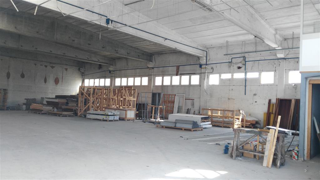 Affitto capannone industriale strada di confini for Capannone di 144 mq