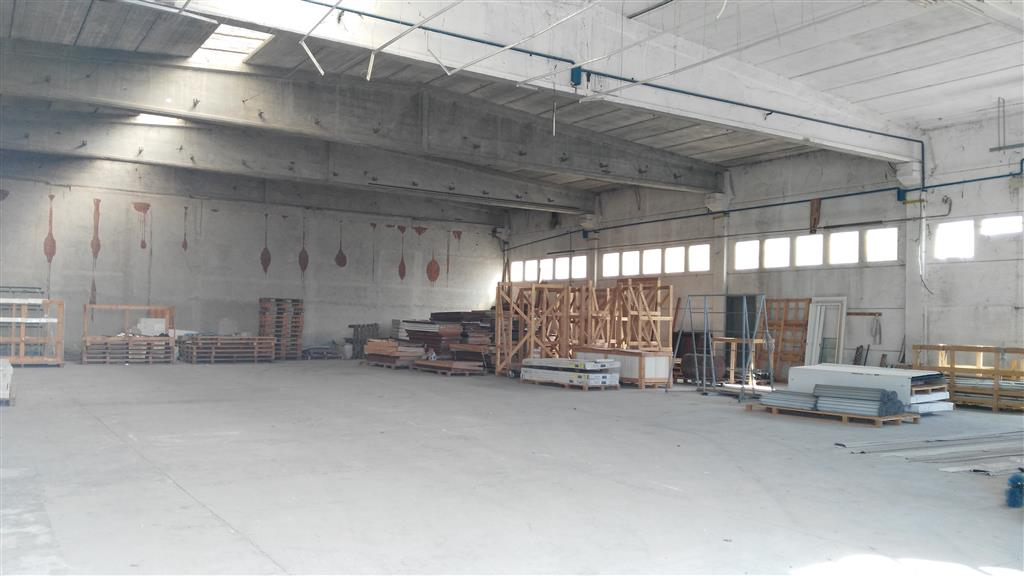 Capannone industriale in Strada Di Confini, Semiperiferia Periferia, Terni