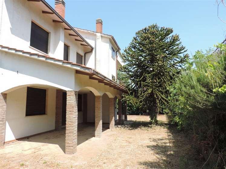 Villa in Ad. Viale Trieste, Semicentro, Viterbo
