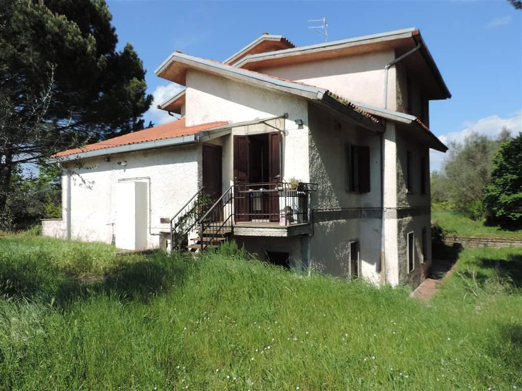 Vendita villa semicentro viterbo piano terra for Garage autonomo