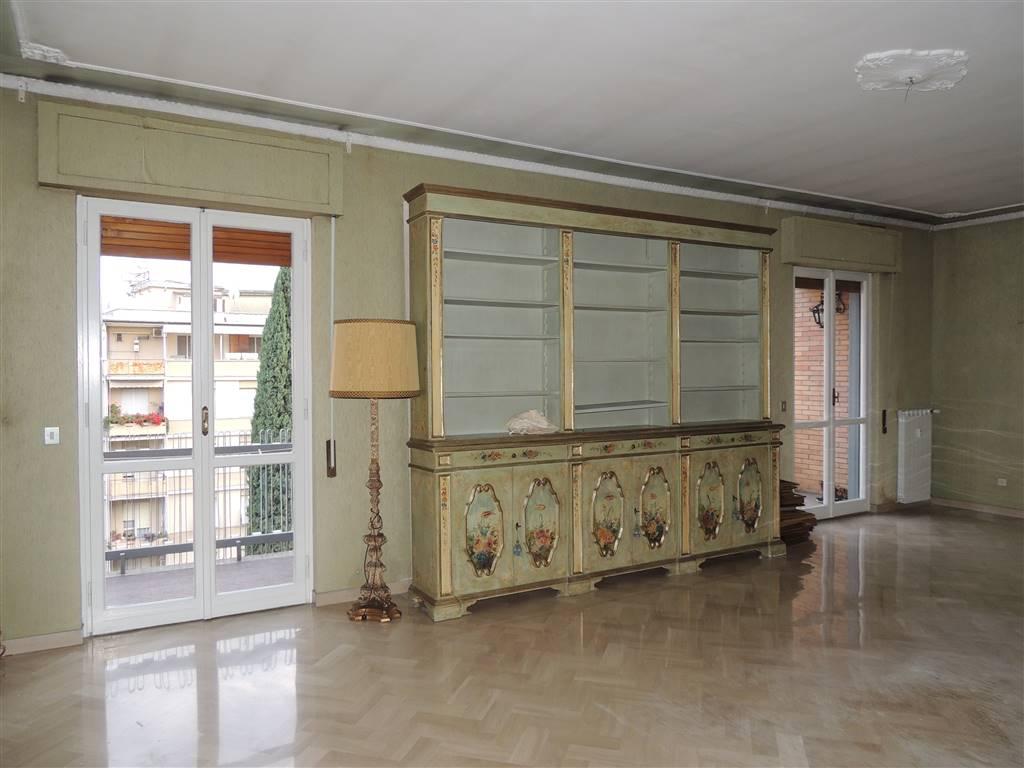 Appartamento, Centro, Terni, da ristrutturare
