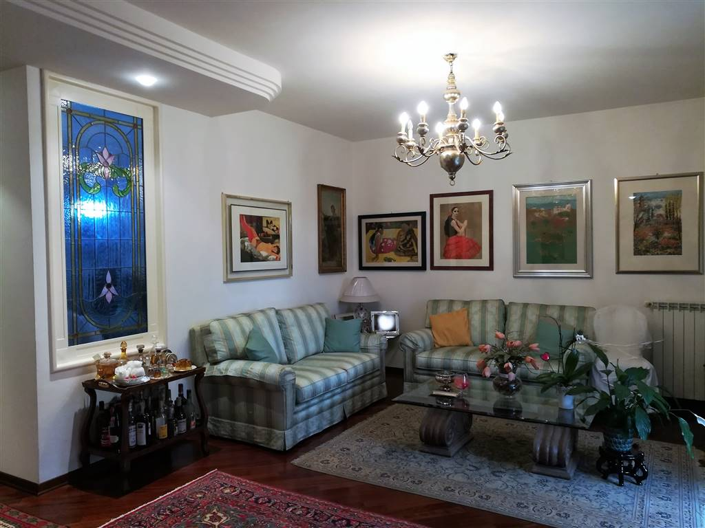 Villa a schiera, Semicentro, Terni, in ottime condizioni