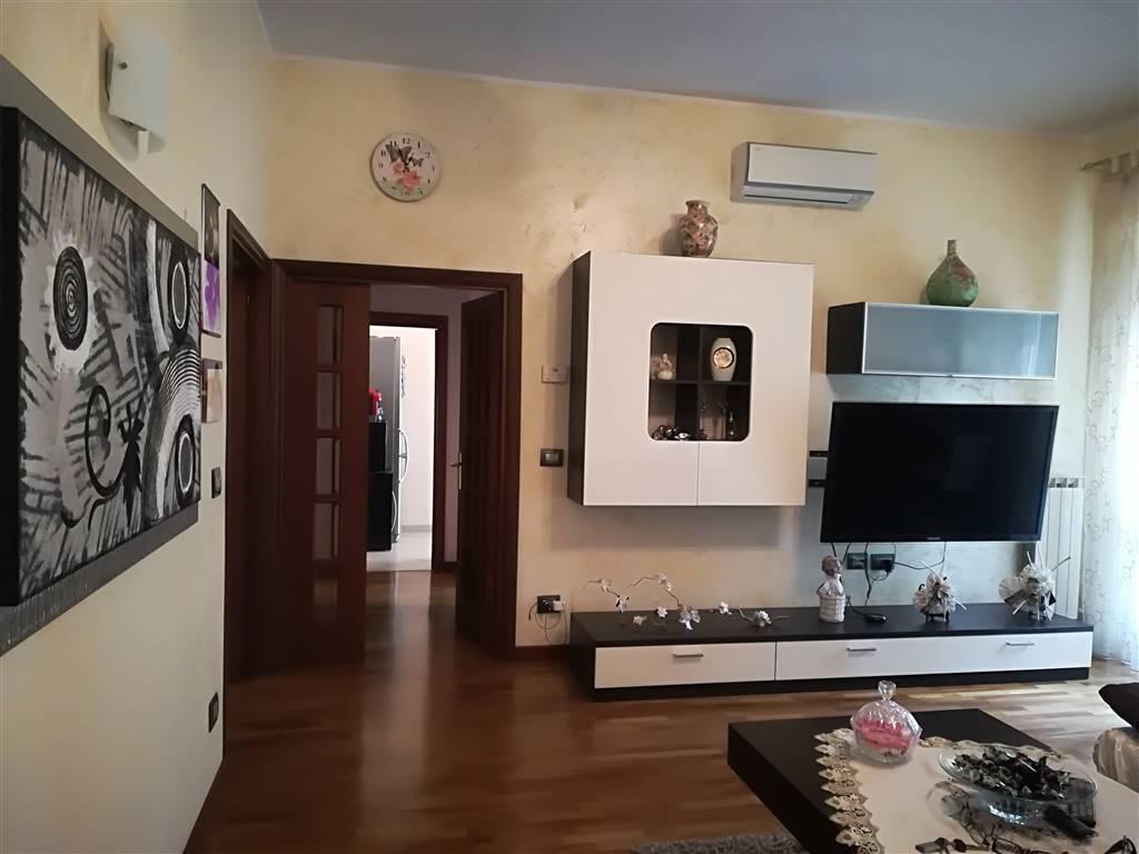 Appartamento in Largo Ottaviani, Centro, Terni