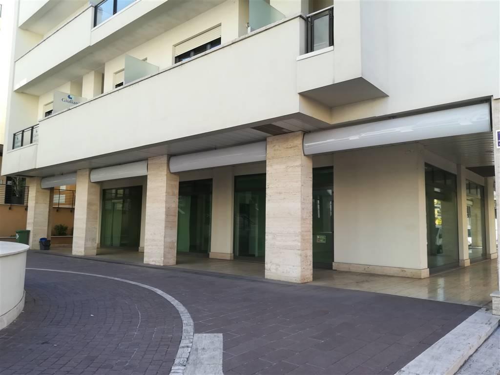 Negozio in Corso Del Popolo, Semicentro, Terni