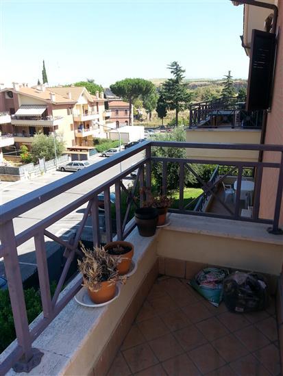 Trilocale in Via Casilina  3516, Laghetto, Montecompatri